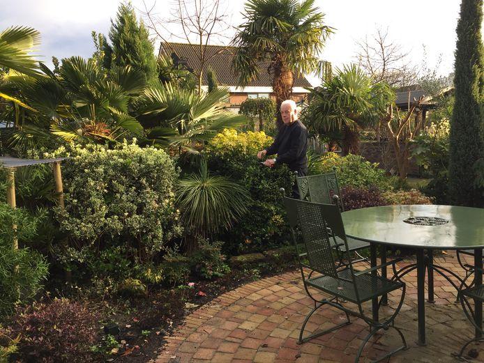Kees van Leeuwen is trots op zijn tuin.