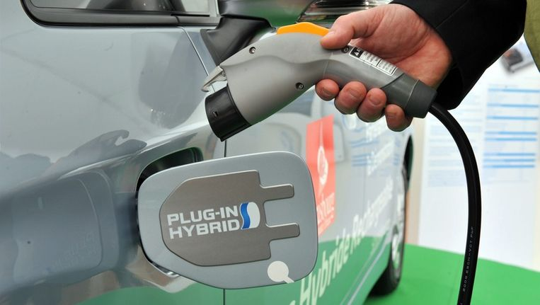 Plug-in hybride wagens hebben zowel een verbrandings- als een elektrische motor, die kan worden opgeladen met een stekker. Beeld epa