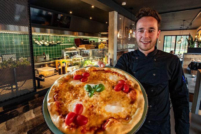 Gastheer Klaas Wiersma hoopt snel gasten te ontvangen in de nieuwe Foodbar DaVinci dat in het voormalige Monkeyfoods-pand zit. Tot die tijd geldt het dagelijks afhalen en bezorgen van klassieke gerechten met een trendy touch.