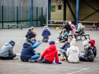 """Hasseltse scholen wachten met toegelaten daguitstappen tot na paasvakantie: """"Bus inleggen voor slechts één klas maakt het financieel onhaalbaar"""""""