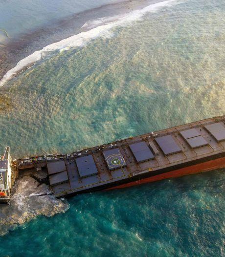 """Le navire échoué sur les côtes de l'île Maurice """"pourrait se briser à tout moment"""""""