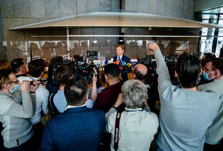 Pieter Omtzigt staat de pers te woord voorafgaand aan de beëdiging van de Kamerleden, begin april. Beeld Bart Maat