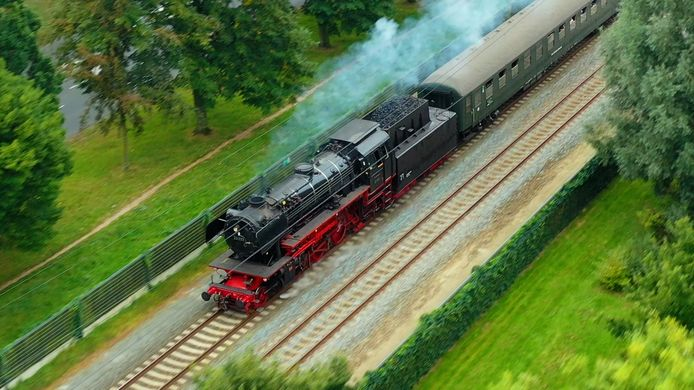 De stoomtrein, hier op het spoor in Wijchen.