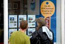 Jonge mensen op zoek naar een huis in Hellevoetsluis.