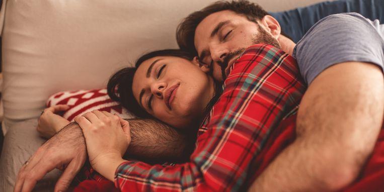 dit-zegt-lepeltje-lepeltje-slapen-over-je-relatie.jpg