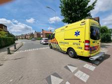 Elektrische fiets botst met auto in Wageningen: fietser naar het ziekenhuis