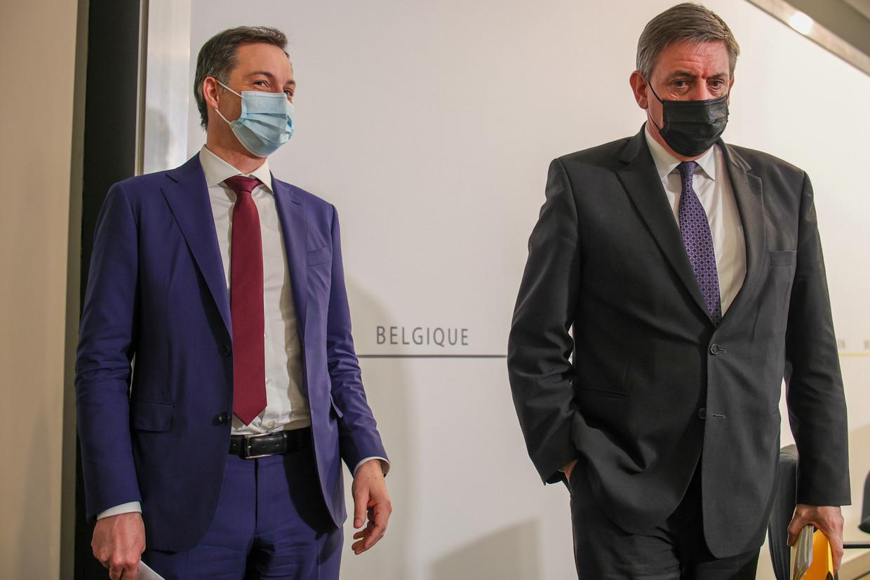 Premier Alexander De Croo en Vlaams minister-president Jan Jambon. Beeld BELGA