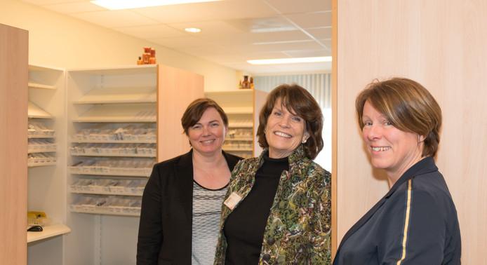 Drie van de acht Bravis-ziekenhuisapothekers: Melanie Schupp, Wilma Wijnands en Esther Vossebeld (vlnr).
