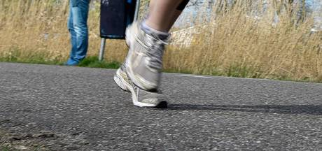 Rondje joggen eindigt in nachtmerrie: vrouw (35) op straat verkracht midden in de stad