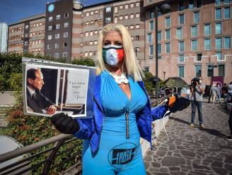 """Coronapatiënt Berlusconi sterkt aan: """"Ik vecht hard tegen deze helse ziekte"""""""
