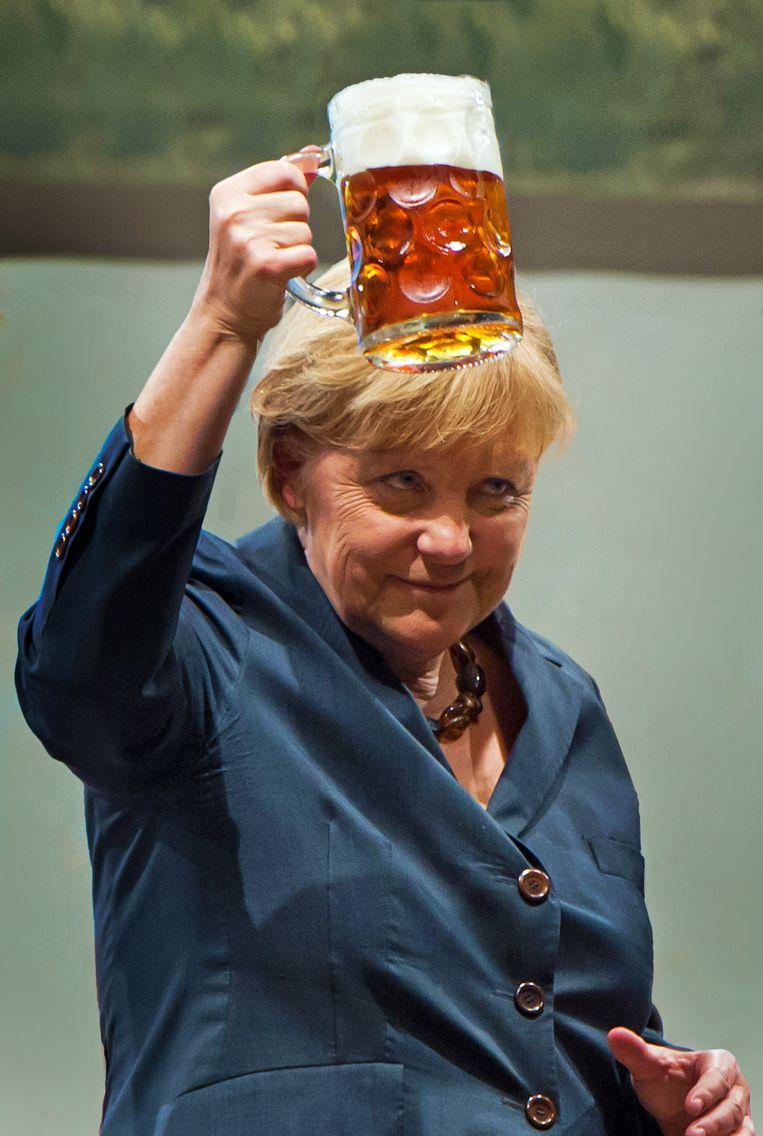 'Merkel benadrukt dat ze graag zelf boodschappen doet. Plots kan ze naast je staan in de buurtwinkel met een wc-rol' Beeld Getty Images