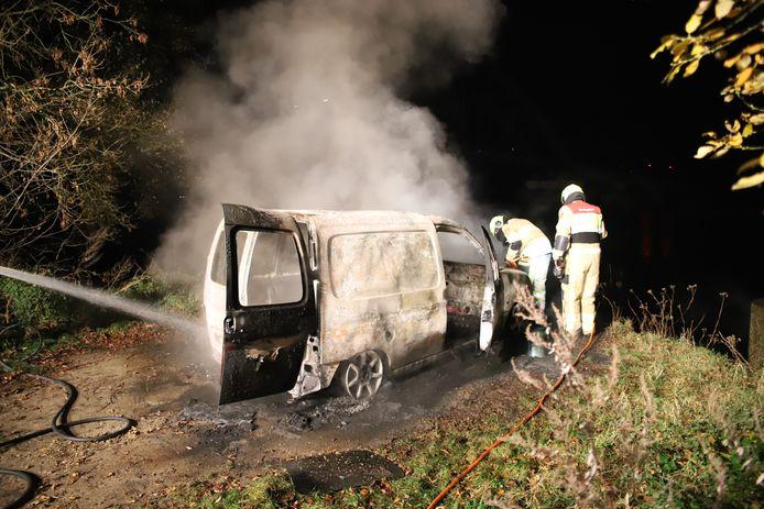 Het verwoeste busje aan de Veerweg in Culemborg.