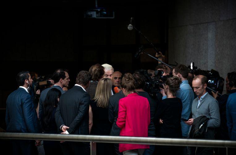 Geert Wilders (PVV) in gesprek met de pers. De PVV van Wilders haalde 0 zetels tijdens de Europese verkiezingen. Beeld