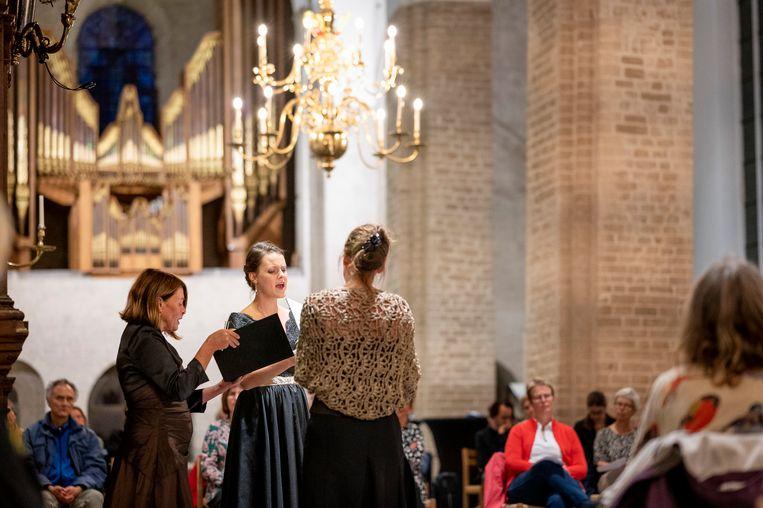 V.l.n.r. Margot Kalse, Marijke Meerwijk en Esther Kronenburg tijdens het slotconcert van het Festival Oude Muziek in de Nicolaikerk, Utrecht. Beeld Foto: Jelmer de Haas