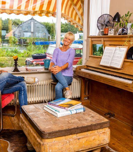 Joke (62) en Marc (56) wonen in droomhuis langs het water: 'Waren meteen verliefd op deze woning'