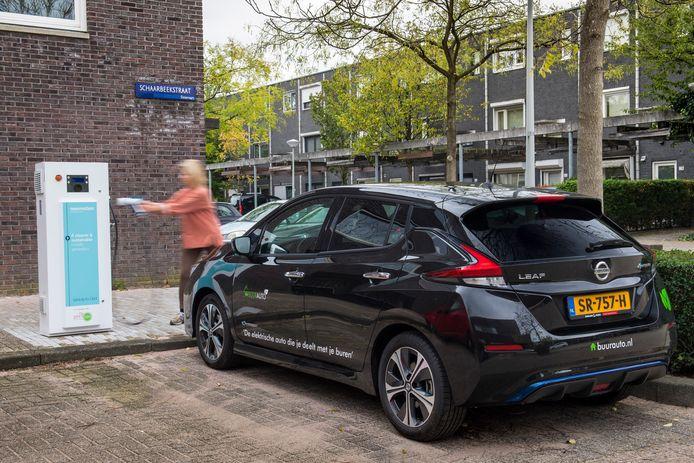 De Nissan Leaf kan woonhuizen van groene stroom voorzien, zolang hij genoeg voorraad in zijn batterijen heeft en voorlopig toch even niet de weg op hoeft