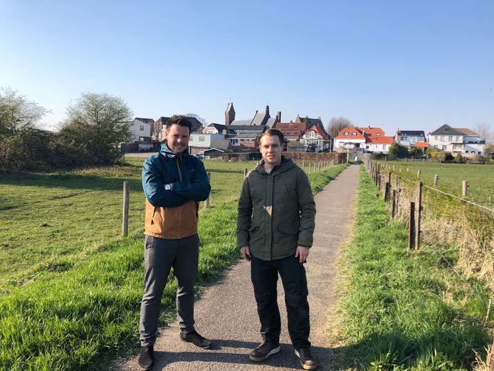 Marciano (links) en Rick Hendriks moeten hun debuut in het officierenkorps van schutterij EMM uitstellen.
