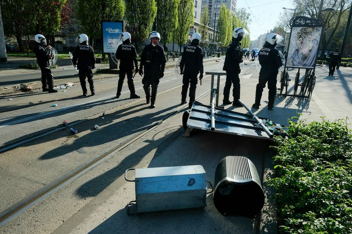 De politie grijpt in bij rellen in Anderlecht (11/04/2020)
