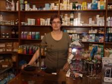 Liesbeth(60) was decennialang 'getrouwd' met haar ouderwetse drogisterij in Heeze, maar moet nu stoppen