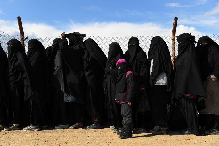 Vrouwen en kinderen van IS-strijders in kamp Al Hol in Noordoost-Syrië. Beeld Fairfax Media via Getty Images