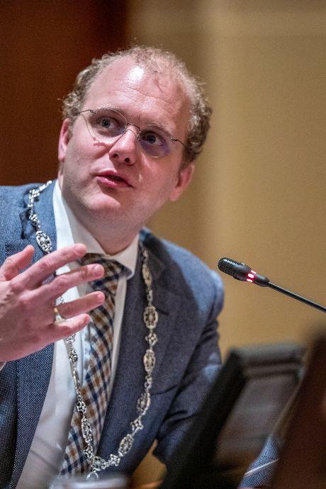 Bedreigingen aan de orde van de dag: burgemeester 'nazileider' en 'flikker' genoemd, Ten Dolle 'was al elf keer dood geweest'