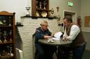 Jan en Maikel Harte evalueren de conference aan de hand van Jans aantekeningen.