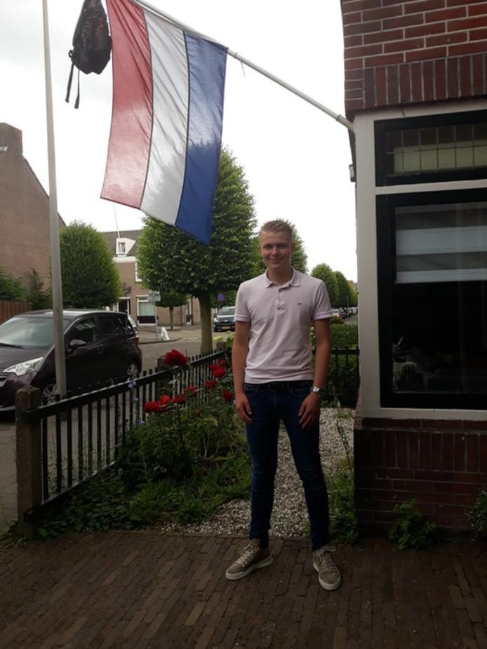 Martijn Neven uit Schoonhoven is geslaagd. 'Dankbaar Super Blij! MARTIJN GESLAAGD!! Gefeliciteerd!!', schrijft Henriet Neven.