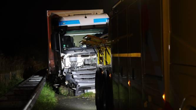 Vrachtwagenchauffeur belandt met wagen in vangrail op A2 Boxtel