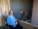 De eerste senioren mochten maandag al bezoek ontvangen in de babbelbox van woonzorgcentrum De Plataan in Izegem.