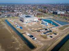 Nieuwbouw OBC Elst vordert gestaag; een kijkje vanuit de lucht op 'het eiland'