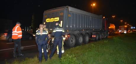 Brandende vrachtwagen zorgt voor file op A73 bij Beuningen