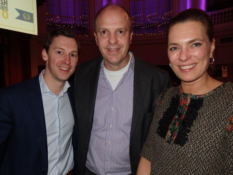 Richard de Rooij (business director VWD), Cees Smit (Todays Groep) en Carolien Pors, die opvalt in dit gezelschap, maar freelance pr-agent is voor vermogensbeheerders. Beeld -