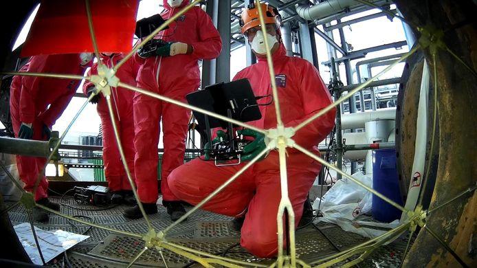Bij inspecties in opslagtanks met giftige of brandbare stoffen ligt verstikkingsgevaar op de loer. RoNik Inspectioneering voert met drones inspecties in tanks uit.