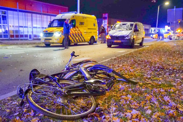 Fietser raakt zwaargewond in Veldhoven.