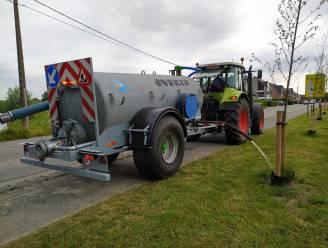 Groendienst neemt watertank in gebruik om planten te bevloeien