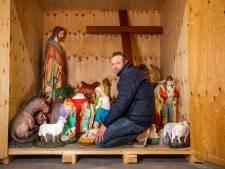 Koster Michel redde de kerststal uit de natte kelder van de kerk in Hoogmade: 'Die beelden waren best zwaar'
