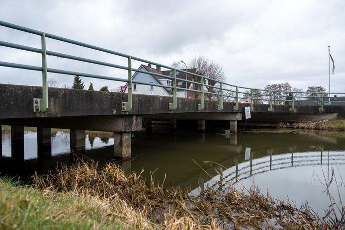De Flessenbergerbrug in Wapenveld kan nog makkelijk twintig jaar mee, vinden de Wapenvelders.