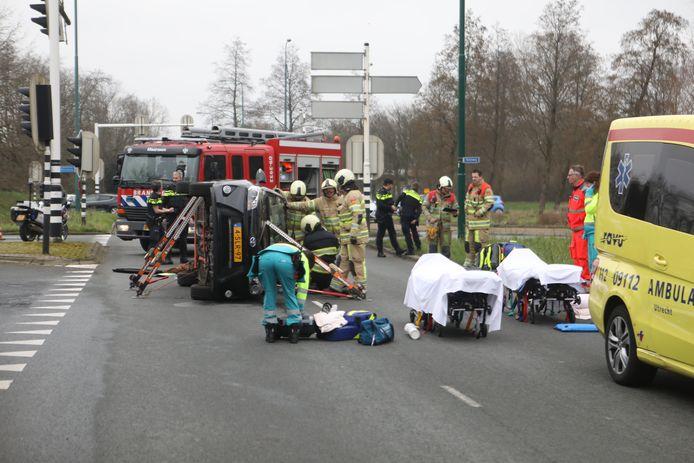 Een ongeval op de kruising Ruimteweg en Burgemeester Waverijnweg in Maarssen.