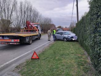 Auto botst op voorligger na verkeerd inhaalmanoeuvre