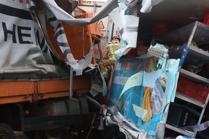 Ongeval met drie vrachtwagens op snelweg A58 bij Oirschot