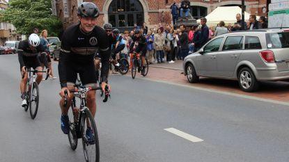 Ze zijn vertrokken: Ferdi, Dirk, Stijn en Patrick fietsen in 24 uur van Ronse naar Parijs en terug