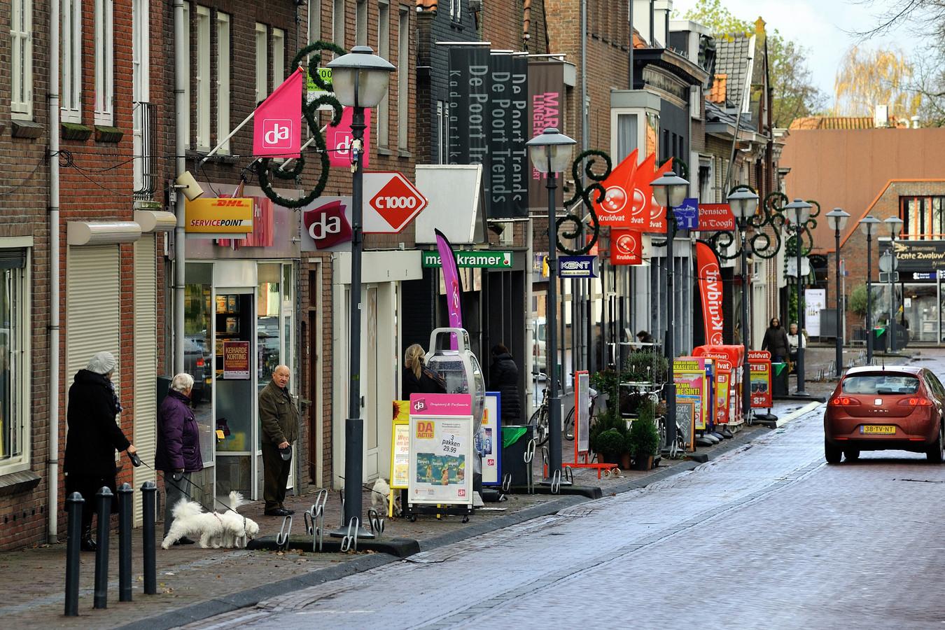 De Voorstraat in Klundert, een van de locaties die in aanmerking komen voor een facelift.