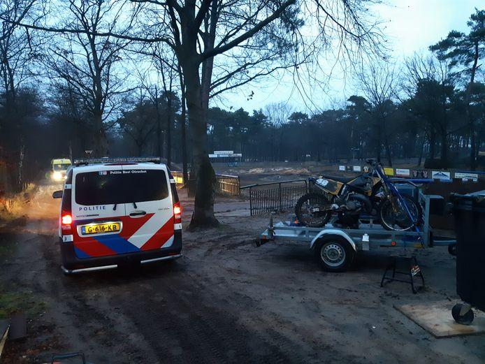 Crosser gewond na val over spingbult in Oirschot.