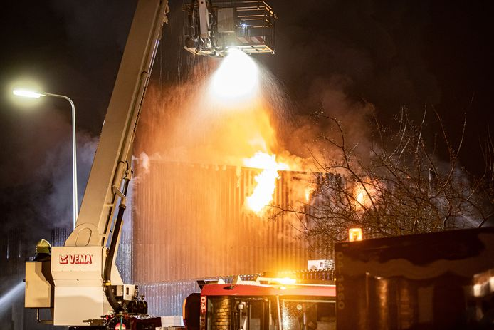 De grote brand bij een bouwbedrijf in Kampen.