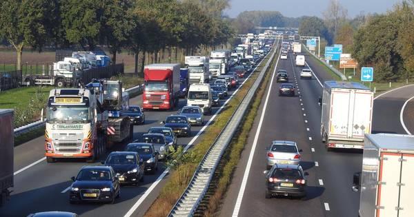 File op A58 tussen Tilburg en Best door ongeluk.