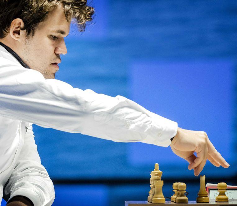 Magnus Carlsen tijdens de eerste ronde van het internationale schaaktoernooi TataSteel Chess Tournament 2021. Beeld ANP