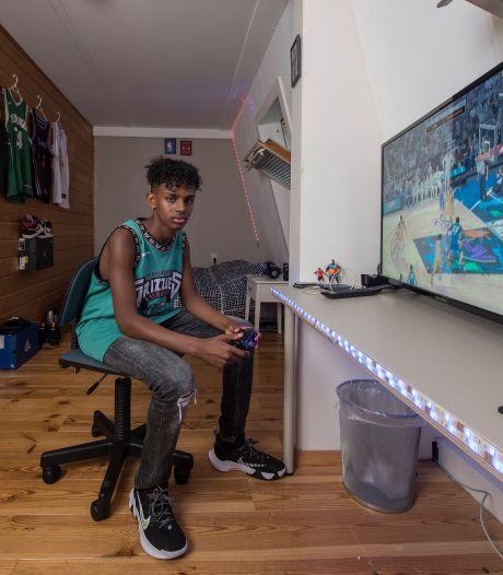 Abdi Ali gaat voor basketbalcarrière: 'Hoop de NBA te halen, anders word ik dierenartsassistent'