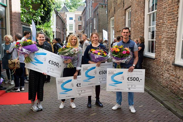 Van links naar rechts, de winnaars: Michaëla Geerdsema, Mirthe Van der Veen, Anna Kindt en (zonder Alex van Eekelen) Ruben Sanderman.