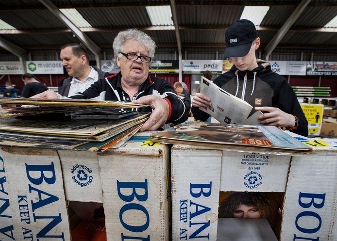 De dertigste boeken- en platenbeurs van Sint-Oedenrode vond plaats in manege De Pijnhorst.