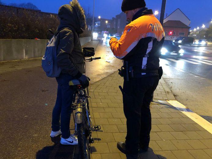 Een controle op de fietsverlichting.
